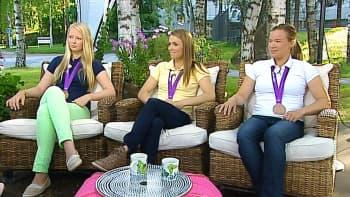Purjehtijat Mikaela Wulff, Silja Lehtinen ja Silja Kanerva.