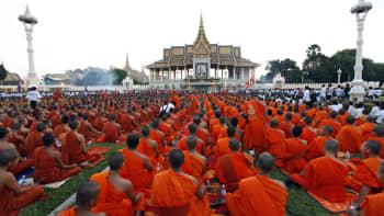Kambodžassa buddhalaismunkit kokoontuivat aiemmin viikolla kuolleen entisen kuninkaan Norodom Sihanoukin muistotilaisuuteen 20. lokakuuta.