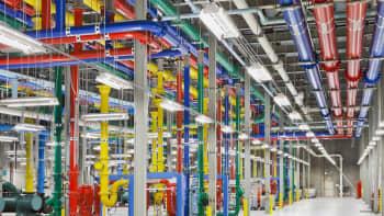 Googlen tietokonekeskuksen värikkäät putkistot Atlanta USA:ssa 19. lokakuuta.