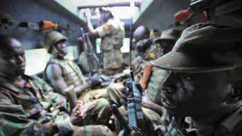 Sotilaita panssariauton kyydissä Baidoassa Somaliassa 19. lokakuuta.