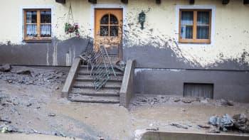 Tulvaveden nostattaman mutavyöryn jälkiä Högmoosin kaupungissa.