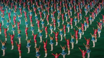 Lapset esiintyvät Arrirang-performanssissa Rungnado May Day -stadionilla Pjongjangissa 26. heinäkuuta 2013.