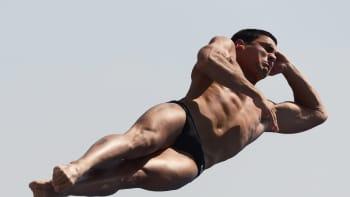 Espanjalaisen Javier Illana Garcian taidonnäyte miesten kolmen metrin uimahypyssä Barcelonassa pidettävissä uinnin maailmanmestaruuskilpailuissa 25. heinäkuuta 2013.