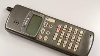 Nokia 100 NMT -puhelin, jonka myynti aloitettiin vuonna 1987.
