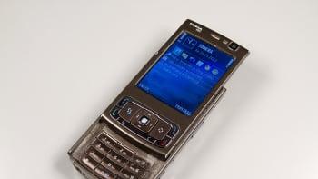Nokia N95 -puhelin, joka tuli myyntiin vuonna 2007.