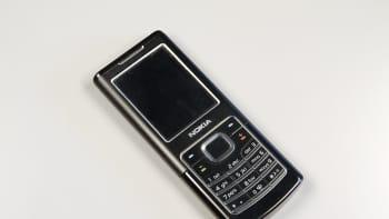 Nokia 6500 Classic -puhelin vuodelta 2007.