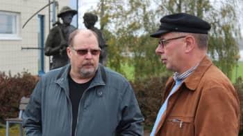Jarmo Penttinen ja Pekka Autio juttulemassa.
