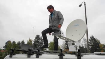 Radiolähetys Kinnulasta hoitui mm. satelliittitekniikalla.