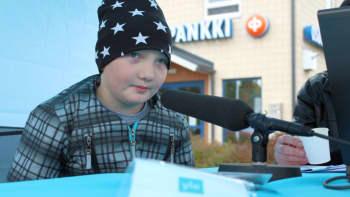 Jasper Piispanen radiohaastattelussa.