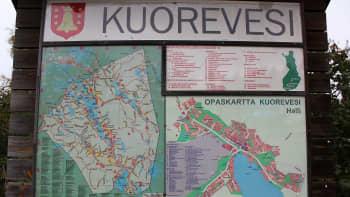 Kuoreveden keskusta Halli sijaitsee Eväjärven rannalla.