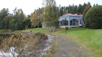 Ravintola Hallin Janne Eväjärven rannalla Hallissa.