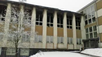 Koulun palanut siipiosa.
