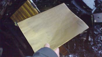 paperinivaska kädessä