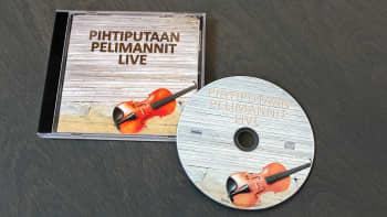 Pihtiputaan Pelimannien livelevy äänitettiin ilman nuotteja Kari Parkkosen kotona Elämäjärvellä.