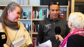 Elämäjärvi -kirjan tekijät Tuija Siidorow ja Kari Parkkonen Titta Puurusen haastateltavina.