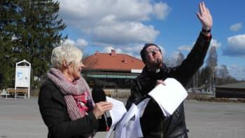Aurinko yllätti Mikko Maasolan ja Titta Puurusen suorassa lähetyksessä Pihtiputaan torilla.
