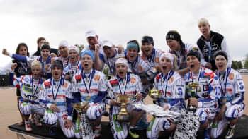 Itä-Länsi-ottelu päättyi Lännen voitonjuhliin.