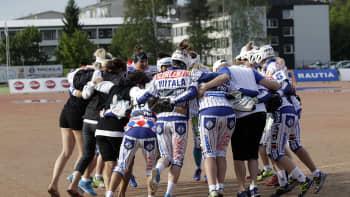 Itä-Länsi-ottelu päättyi Lännen voittoon.