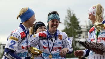 Naisten Itä-Länsi-ottelu päättyi Lännen voitonjuhliin.