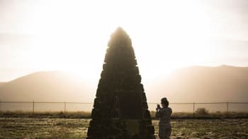 Heinäkuussa 1945 suoritetun Trinity -ydinkokeen muistomerkki lähellä San Antoniota, Uudessa Meksikossa. Trinity oli Manhattan-projektin tuloksena suoritettu ensimmäinen onnistunut ydinpommin räjäytys. Muistomerkki on avoinna yleisölle vain kahdesti vuodessa.