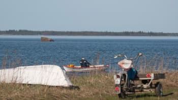 Kalastaja veneessä