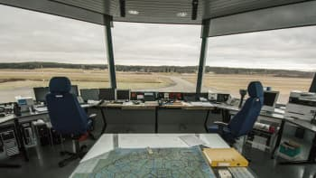 Näkymä Varkauden lentoaseman lennonjohtotornista ulos.