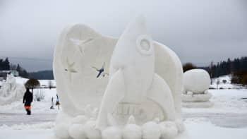 Lumistit Kouvolasta veistivät teoksen Avaruusseikkailu 2016.