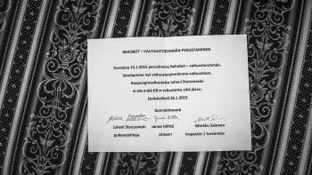Reportaasi 2015 (osa kuvakokoelmasta). Jyväskylän KD:n paikallisosasto erotti johtokunnan kokouksessaan kaupunginvaltuutettu Juhani Starczewskinpuolueen jäsenyydestä.