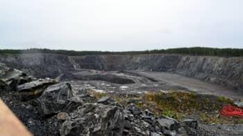 Näkymä Yaran Siilinjärven kaivoksen Saarisen sateellilouhoksen näköalapaikalta.
