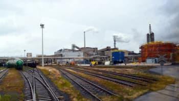 Rautatiekiskoja Yaran Siilinjärven tehtaiden lähistöllä.