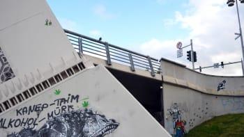 Konna-katutaideteos Vapauden sillan pielessä