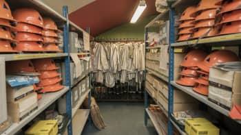 väestönsuojatarvikehuutokauppa kuopio vss-varasto katastrofi valmistautuminen selviytyminen kypärä säteilysuoja-asu