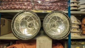 väestönsuojatarvikehuutokauppa kuopio vss-varasto katastrofi valmistautuminen selviytyminen lamppu