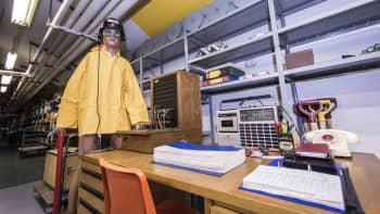 väestönsuojatarvikehuutokauppa kuopio vss-varasto katastrofi valmistautuminen selviytyminen radio puhelin pöytä