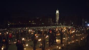 Hietaniemen hautausmaan sankarihaudoille oli sytytetty kynttilät.