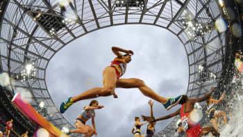 Espanjan Irene Sanchez-Escribano kilpailemassa naisten 3000 metrin estejuoksussa Lontoon yleysurheilun MM-kisoissa 9. elokuuta.