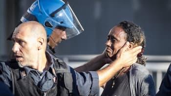 Poliisi lohdutti itkevää naista