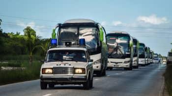 Turisteja evakuoitiin Caibarienin alueelta Kuubassa 8. syyskuuta.