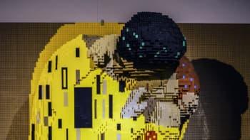 Nathan Sawaya, Art of the Brick, lego, Gustav Klimt, Suudelma