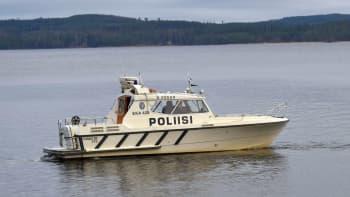 Poliisivene Päijänteellä.