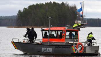 Keski-Suomen pelastuslaitoksen vene Päijänteellä.