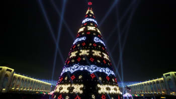 Joulukuuseen sytytettiin valot 15. jouulkuuta Bishkekissä, Kirgisian pääkaupungissa.