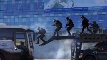 Etelä-Korean SWAT –poliisi harjoitteli Pyeongchangin olympiastadionilla terrorismin torjuntaa.