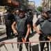 Egyptiläispoliiseja vartiossa kadulla.