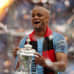 Vincent Kompany nostelee FA Cup pyttyä