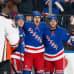 NY Rangersin Chris Kreider (kesk.) juhlii maalintekoa Anaheim-ottelussa.