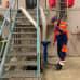Niklas Fagerlund Tampereen sähkölaitokselta pumppaamassa vettä Lielahden maakaasuvoimalassa.