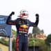 Max Verstappen tuulettaa voittoa Imolassa.