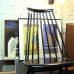 Vanhoja julisteita ja tuoli