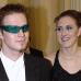 """Muusikko Darude (Ville Virtanen) Tasavallan presidentin itsenäisyyspäivän vastaanotolla vuonna 2000. Mustassa frakissa, silmillään vihreät """"darude-lasit""""."""